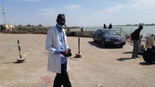 Keita Tiékoura, chef du poste d'inspection frontalier du bac de Rosso, en Mauritanie.