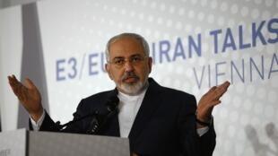 Министр иностранных дел Ирана Мухаммед Джавад Зариф на пресс-конференции в Вене 24/11/2014 (архив)