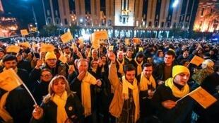Des milliers de personnes ont manifesté devant le Parlement dans le centre de Tbilissi, ce jeudi soir 14 novembre.