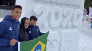 Gustavo (à esq.), Larissa e Lucas representam o Brasil nas Olimpíadas de Inverno da Juventude 2020.
