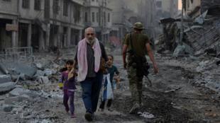 A cidade antiga de Mossul ficou em ruínas após a ofensiva contra os jihadistas do EI.