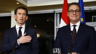 O novo primeiro-ministro austríaco Sebastian Kurz (E) e o chefe do Partido da Liberdade (FPO) Heinz-Christian Strache durante coletiva de imprensa em Viena, Áustria, 16 de dezembro de 2017