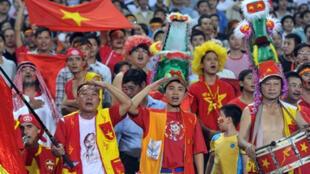 Cổ động viên Việt Nam vẫn luôn mong chờ được xem bóng đá đẹp.