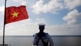 Hải Quân Việt Nam canh gác trên Đá Thuyền Chài, thuộc quần đảo Trường Sa, ngày 17/01/2013.