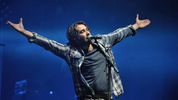 El cantante Saez sobre el escenario del festival Solidays