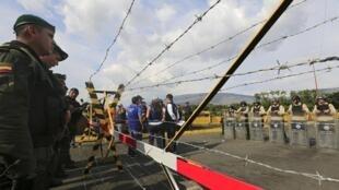 Cảnh Venezuela và Colombia đóng cửa biên giới. Ảnh ngày 27/08/2015.