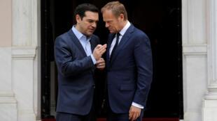 Le Premier ministre grec Alexis Tsipras et le président du Conseil européen, le 5 avril 2017 à Athènes.