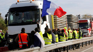 Manifestación de integrantes del movimiento ciudadanos de los chalecos amarillos en Fos-sur-Mer, Francia, el 19 de noviembre de 2018.