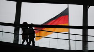 Как отмечает издание, возможные санкции могут навредить экономическому сотрудничеству Берлина и Москвы