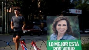 Une affiche de la candidate Sandra Torres qui est arrivée en tête au premier tour.