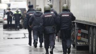 В Москве спецназ начал операцию на кондитерской фабрике «Меньшевик»