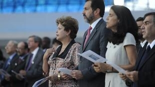 Presidenta Dilma Rousseff participa de celebração ecumênica em memória das vítimas do incêndio em Santa Maria, na Catedral Metropolitana de Brasília