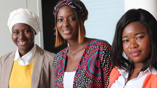 Diara Ndiaye (au centre) accompagnée de ses invitées : Rakiatou Diarra, doctorante et Farida Sawadjo, doctorante.