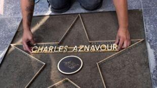 Звезда Шарля Азнавуна на голливудской Аллее славы