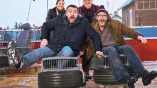 Arnaud Ducret, Mélanie Bernier et Philippe Rebbot dans «Mine de rien», une comédie sociale de Mathias Mlekuz.