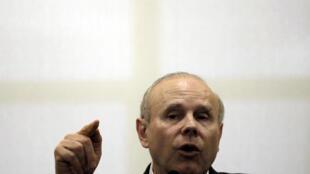 O ministro brasileiro da Fazenda, Guido Mantega, está em Paris para participar do G20.