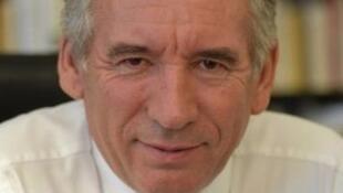 Центрист Франсуа Байру поддержал кандидатуру Эмманюэля Макрона и предложил ему заключить политический союз.