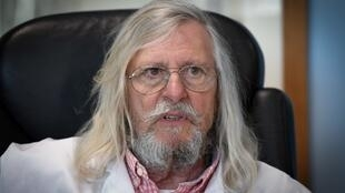 El profesor Didier Raoult aboga por el uso de la cloroquina para tratar a los pacientes con Covid-19, pero algunos médicos lo acusan de falsificar los pasos de las pruebas.