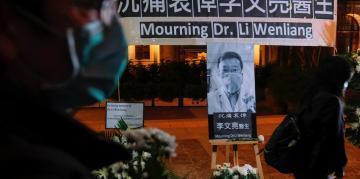 香港为殉职的武汉眼科医生李文亮举行守夜仪式2020年2月7日