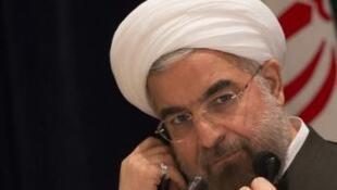 O presidente do Irã, Hassan Rowhani, trava uma queda de braço com os conservadores do país.