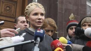 Yulia Tymoshenko talks to the media as she arrives at the state prosecutor's office in Kiev