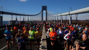 Los corredores en el Verrazano–Narrows Bridge, este 6 de noviembre de 2016.