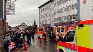 Várias pessoas ficaram feridas depois de um carro ter avançado sobre a multidão durante um desfile de Carnaval em Volkmarsen, na Alemanha. 24 de Fevereiro de 2020.