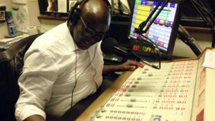 Sur les ondes, le rendez-vous à ne pas manquer pour la diaspora africaine, c'est l'émission hebdomadaire d'Elhadj Ndiaye sur Radio Xalaat, «point de vue» en wolof.