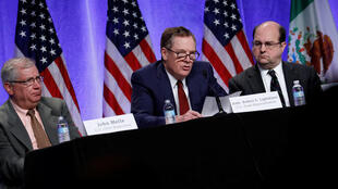 Les représentants américains au Commerce dont Robert Lighthizer (c), lors d'une conférence de presse à l'ouverture des négociations de l'Alena, le 16 août 2017, à Washington.