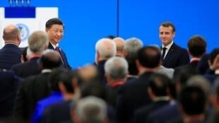 Le président chinois Xi Jinping et Emmanuel Macron à la Foire aux importations à Shanghai, le 5 novembre 2019.