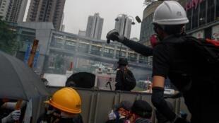 Biểu tình chống dự luật dẫn độ Hồng Kông ngày 25/08/2019 : khủng hoảng chính trị đè nặng lên các hoạt động kinh tế.