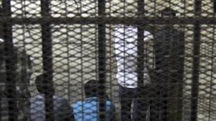 Um tribunal egípcio sentenciou sete homens à prisão perpétua por agressões sexuais na Praça Tahrir, do Cairo.