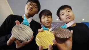Las medallas olímpicas de los Juegos Olímpicos de Invierno de Pieonchang, Corea del Sur, en 2018.