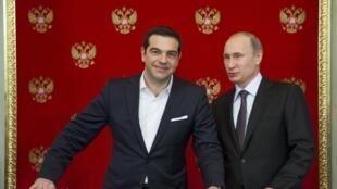 Премьер-министр Греции Алексис Ципрас (слева) и президент России Владимир Путин в Москве, 8 апреля 2015.