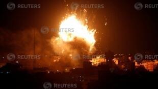 wata fashewa a karkashin hare haren da dakarun Isarela suka kai kan Hamas Hamas a Gaza   12, Nobemba 2018.