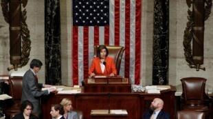 Nancy Pelosi presidió la Cámara de Representantes durante el voto de la resolución que establece las reglas del procedimiento de destitución de Donald Trump, el 31 de octubre de 2019 en Washington.