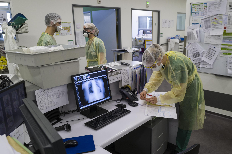 Лаборатория в Институте Пастера в Париже, работа над Covid-19, 26 марта 2020.