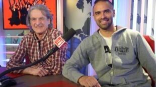 Gilles Brinas y Federico Gareis en los estudios de RFI
