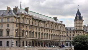 Vista do Palácio da Justiça de Paris, onde a turista afirma ter sido estuprada pelos policiais.