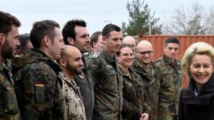 La ministre allemande de la Défense, Ursula von der Leyen, lors d'une visite sur la base d'Incirlik en Turquie le 21 janvier 2016.