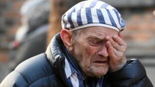 L'émotion est palpable aux cérémonies commémoratives de la libération du camp d'Auschwitz-Birkenau, le 27 janvier 2020, tant de la part des anciens déportés présents que de la part des officiels.