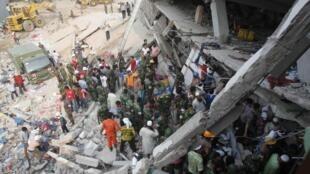 Desabamento de prédio de uma indústria textil no Bangladesh já deixou mais de 200 mortos.