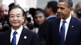 Tổng thống Mỹ Barack Obama và Thủ tướng Trung Quốc Ôn Gia Bảo tại hội nghị thượng đỉnh ASEAN ngày 20/11/2012.