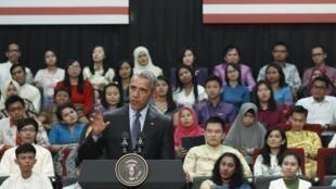 Barack Obama durante conferência em Kuala Lumpur.