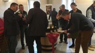 Последние дни перед аукционом — самые напряженные, негоцианты пробуют молодое вино и стараются определить его потенциал