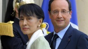 Aung San Suu Kyi withFrançois Hollande at the Elysée Palace