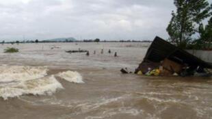 Một phần tỉnh An Giang bên bờ sông Cửu Long chìm trong lũ lụt. Ảnh chụp ngày 28/9/2011