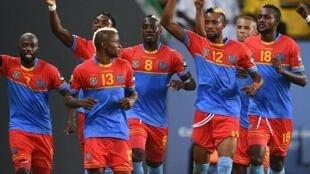 A festa dos jogadores da RDC após o apuramento para os quartos-de-final do CAN 2017.