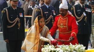 Indian President Pratibha  Patil scatters rose petals at the Mahatma Gandhi memorial at Rajghat in New Delhi