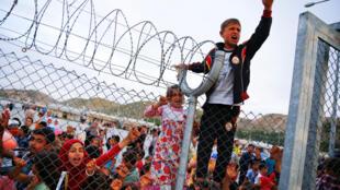 Poucos refugiados estão nos acampamentos de refugiados na Turquia.
